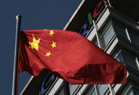 A Chinese national flag flies in front of Google China's headquarters in Beijing January 15, 2010. REUTERS/Alfred Jin/Files