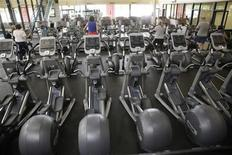 <p>People work out at a health club in Arvada, Colorado on June 15, 2009. REUTERS/Rick Wilking</p>