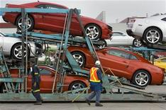 <p>General Motors auto workers load the new Chevrolet Camaro for delivery, at the company's Oshawa Ontario facility April 8, 2009. REUTERS/Fred Thornhill</p>