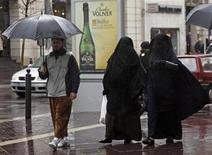 <p>Women wearing niqabs walk walk on a commercial street in Marseille, December 24, 2009. REUTERS/Jean-Paul Pelissier</p>