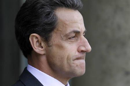 France's President Nicolas Sarkozy waits for guests on the steps of the Elysee Palace in Paris January 22, 2010. REUTERS/Charles Platiau
