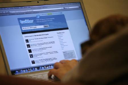 A Twitter page is displayed on a laptop computer in Los Angeles in this October 13, 2009 file photo. Twitter has temporarily disabled one of the features on its website after a security researcher warned of a programming flaw that left the login credentials of its users vulnerable to hackers. REUTERS/Mario Anzuoni/Files