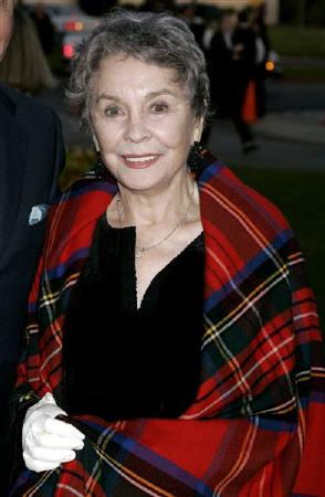 British actress Jean Simmons, who starred in the 1960 film ''Spartacus'', arrives as a guest for the opening of the play ''You Can't Take It With You'' in Los Angeles in this April 20, 2005 file photo. Simmons, aged 80, died at her home on January 22, 2010, local media reported.  REUTERS/Fred Prouser/Files