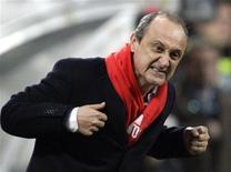 <p>L'allenatore del Palermo Delio Rossi il 13 dicembre 2009 a Milano. REUTERS/Stefano Rellandini</p>