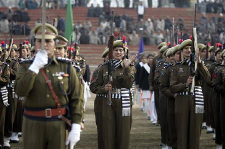 A contingent of policewomen in ceremonial dresses present salute during the country's Republic Day celebrations in Srinagar January 26, 2010.  REUTERS/Fayaz Kabli