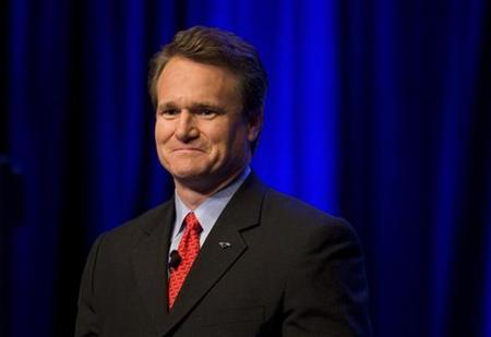 Bank of America Chief Executive Officer and President Brian Moynihan speaks with associates in Charlotte, North Carolina December 17, 2009. REUTERS/Chris Keane