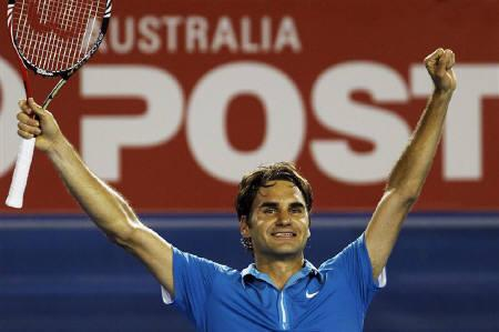 Roger Federer of Switzerland reacts after defeating Britain's Andy Murray in the men's singles final at the Australian Open tennis tournament in Melbourne January 31, 2010.  REUTERS/Daniel Munoz