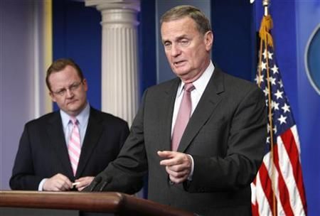 U.S. National Security Advisor General Jim Jones speaks to reporters in the briefing room at the White House in Washington May 6, 2009. At left is White House Press Secretary Robert Gibbs. REUTERS/Kevin Lamarque