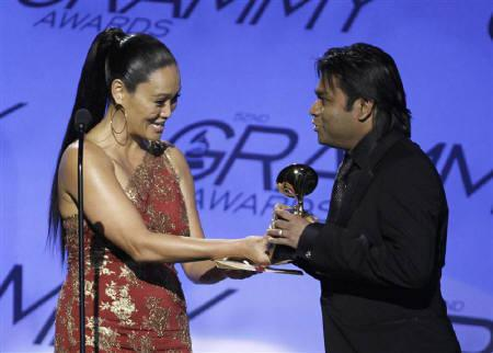 Producer A.R. Rahman (R) accepts the award for best compilation soundtrack album for ''Slumdog Millionaire'' from presenter Tia Carrere during the pre-telecast of the 52nd annual Grammy Awards in Los Angeles January 31, 2010.   REUTERS/Danny Moloshok