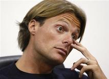 <p>Di Luca nel corso di una conferenza stampa in una foto d'archivio. REUTERS/Alessandro Bianchi (ITALY SPORT CYCLING HEADSHOT)</p>