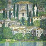 """<p>Cuando un paisaje poco común de Klimt se subaste en Sotheby's el miércoles, los vendedores no serán la única parte interesada. También Georges Jorisch, nacido en Viena en 1928 y que ahora vive en Montreal, seguirá de cerca la venta en Londres, ya que espera hacer una buena fortuna si la pintura se vende tan bien como se espera. La casa de subastas calcula que """"Kirche in Cassone"""" (foto) alcanzará entre 19 y 29 millones de dólares (entre 13 y 20 millones de euros), en uno de los casos más señalados de los últimos años de arte desaparecido durante la Segunda Guerra Mundial que se devuelve a sus legítimos propietarios. REUTERS/Sotheby's/Handout</p>"""