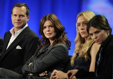 Actors Bill Paxton (L), Jeanne Tripplehorn (2nd L), Chloe Sevigny (2nd R) and Ginnifer Goodwin (R) answer questions during the panel for HBO's series ''Big Love'' at the Television Critics Association winter press tour in Los Angeles January 9, 2009. REUTERS/Phil McCarten
