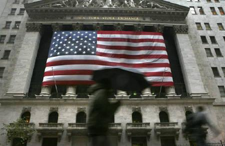 Morning commuters walk past the New York Stock Exchange in this October 2008 file photo.     REUTERS/Brendan McDermid