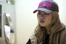 <p>Xiaoqing dá entrevista à Reuters na clínica Time Plastic em Xangai. A chinesa quer fazer grande cirurgia plástica para se parecer com a atriz norte-americana Jessica Alba. REUTERS/Nir Elias 04/02/2010</p>