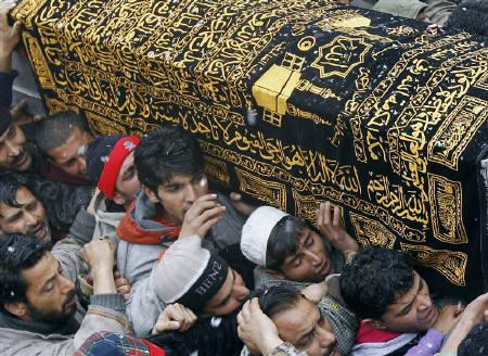 Men carry a coffin containing the body of Zahid Farooq during his funeral on the outskirts of Srinagar February 6, 2010. REUTERS/Fayaz Kabli