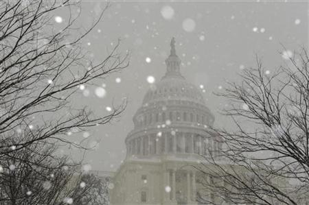 Snow falls on the grounds of the US Capitol as snow blankets Washington, February 6, 2010. REUTERS/Jonathan Ernst