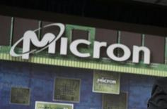 <p>Micron Technology rachète le troisième fabricant mondial de mémoires flash Numonyx Holdings BV pour 1,27 milliard de dollars en titres. /Photo d'archives/REUTERS</p>