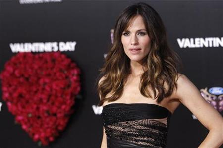 Cast member Jennifer Garner poses at the premiere of ''Valentine's Day'' at the Grauman's Chinese theatre in Hollywood, California February 8, 2010. The movie opens in the U.S. on February 12. REUTERS/Mario Anzuoni