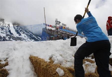 Race technicians work on the course at the women's snowboard cross competition at the Vancouver 2010 Winter Olympics February 16, 2010.  REUTERS/Chris Helgren