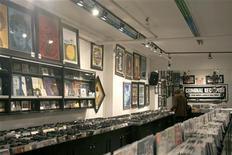 <p>Negozio di musica in foto d'archivio. REUTERS/Terri Coles</p>