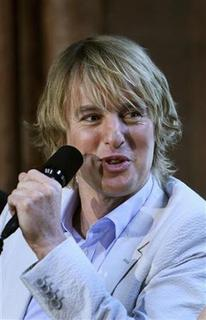 Owen Wilson answers reporters' questions in the Smithsonian Castle during a news conference to discuss their new movie, ''A Night at the Museum: Battle of the Smithsonian'' in Washington May 15, 2009. REUTERS/Robert Giroux