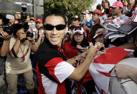 Super Aguri Formula One driver Takuma Sato of Japan signs autographs for fans before practice and qualifying sessions at the Melbourne F1 Grand Prix in this March 15, 2008 file photo. REUTERS/Mark Horsburgh/Files