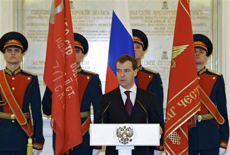 Russian President Dmitry Medvedev speaks during a ceremony to present awards to servicemen and World War Two veterans, in Moscow's Kremlin February 19, 2010. REUTERS/RIA Novosti/Kremlin/Mikhail Klimentyev