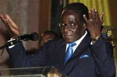 <p>Zimbabwe's President Robert Mugabe addresses the Pan African Investment Summit at Rainbow Towers Hotel in Harare, February 17, 2010. REUTERS/Philimon Bulawayo</p>