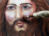 <p>Ritratto di Gesù Cristo a Calcutta in foto d'archivio. REUTERS/Jayanta Shaw</p>