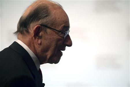 Former chairman of the Federal Reserve Board, Alan Greenspan speaks about the economy at the Council on Foreign Relations in New York, October 15, 2009. REUTERS/Natalie Behring