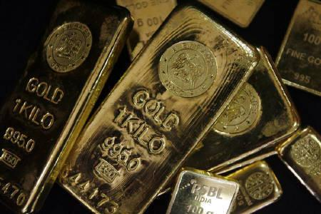 Gold bars are displayed to be photographed at bullion house in Mumbai December 3, 2009. The RBI, which has increased its gold holdings to diversify its reserves, looks set to be a buyer again when the International Monetary Fund begins selling 191.3 tonnes of the precious metal amid volatility in major currencies. REUTERS/Arko Datta