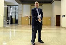 <p>Bill Echikson, gerente de comunicação do Google, após tribunal condenar executivos da empresa em Milão. Um tribunal de Milão condenou três executivos do Google por violação da privacidade de um menino italiano com síndrome de Down. A justiça considerou que os executivos permitiram que um vídeo ofensivo ao menino fosse publicado no site em 2006.24/02/2010.REUTERS/Paolo Bona</p>