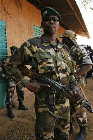 A soldier from the military junta stands outside a base in Niger's capital Niamey, February 22, 2010. REUTERS/Emmanuel Braun