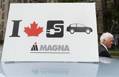 <p>Magna International Inc. Chairman Frank Stronach walks past a sign on top of a Ford battery electric vehicle (BEV), which is being developed in partnership with Magna, during a news conference in Ottawa June 2, 2009. REUTERS/Chris Wattie</p>