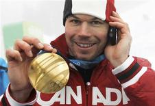 <p>Gold medalist Jasey Jay Anderson of Canada shows his medal after the men's snowboard parallel giant slalom on Cypress Mountain at the Vancouver 2010 Winter Olympics, February 27, 2010. REUTERS/Mark Blinch</p>
