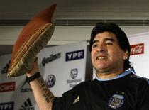 <p>Maradona, técnico da seleção argetnina, faz conferência em Munique. Diego Maradona precisa começar a reduzir números drasticamente antes de definir a equipe da Argentina para a Copa do Mundo, e o amistoso de quarta-feira contra a Alemanha, em Munique, pode ser uma ótima oportunidade de observação.01/03/2010.REUTERS/Michaela Rehle</p>