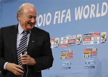 <p>FIFA president Sepp Blatter attends a news conference on the progress of preparations for the 2010 World Cup in South Africa, December 15, 2008. REUTERS/Issei Kato</p>