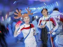 <p>Atleta da Polônia participa de cerimônia de encerramento dos Jogos Olímpicos de Inverno em Vancouver. A Olimpíada melhorou a audiência da rede NBC, enquanto o novo programa de Jerry Seinfeld foi mal recebido pela crítica. 28/02/2010 REUTERS/Mike Blake</p>