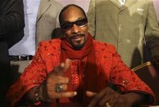 <p>O rapper norte-americano Snoop Dogg, em coletiva de imprensa em Beirute em 2009, venceu nesta sexta-feira a etapa mais recente de uma batalha prolongada que trava com as autoridades britânicas para ter direito de ingressar no país. 20/08/2010 REUTERS/ Mohamed Azakir</p>