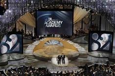 <p>Los animadores Steve Martin y Alec Baldwin en la edición 82 de los Premios de la Academia, en Hollywood. Marzo 7 2010. Más de 41 millones de espectadores vieron en Estados Unidos la transmisión de los premios Oscar el domingo por la noche, la mayor audiencia del evento en cinco años, informó el lunes la empresa Nielsen Media. REUTERS/Gary Hershorn</p>