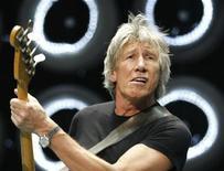 <p>Roger Waters do Pink Floyd durante concerto em East Rutherford, Nova Jersey em 2007. A banda britânica entrou na terça-feira com um processo na Justiça contra a gravadora EMI para discutir os pagamentos de royalties e a maneira como a música é vendida na era digital. 07/07/2007 REUTERS/Lucas Jackson</p>