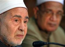 <p>Sunni Islam's top authority and Grand Chief of Cairo's Al-Azhar mosque, Sheikh Mohamed Sayed Tantawi, pauses during a news conference in Cairo September 16, 2006. REUTERS/Nasser Nuri</p>