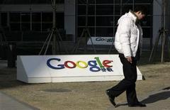 <p>Logo di Google nei pressi del quartier generale di Pechino. Foto d'archivio. REUTERS/Jason Lee</p>