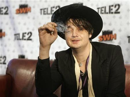 Musician Pete Doherty smokes a cigarette as he speaks with the media during the Positivus music festival in Salacgriva, about 100 km (62 miles) from Riga July 17, 2009. REUTERS/Ints Kalnins