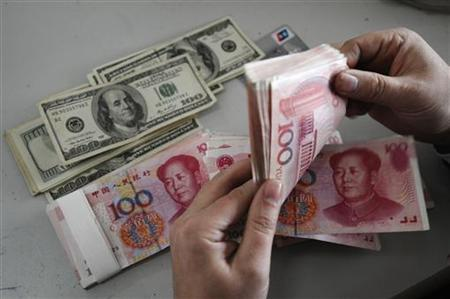 An employee counts Renminbi banknotes at a Bank of China branch in Changzhi, Shanxi province November 16, 2009. REUTERS/Stringer