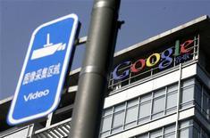 """<p>Logo do Google na sede de Pequim. As conversas com a China a respeito da censura chegaram a um aparente impasse e o Google diz ter """"99,9 por cento"""" de certeza de que vai encerrar suas operações no país, disse o Financial Times neste sábado.26/01/2010.REUTERS/Jason Lee</p>"""