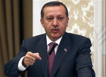 <p>Премьер-министр Турции Тайип Эрдоган на пресс-конференции в Стамбуле 10 марта 2010 года. Премьер-министр Турции Тайип Эрдоган пригрозил депортировать тысячи нелегальных армянских иммигрантов после того, как законодатели США и Швеции признали геноцид армян в Османской империи. REUTERS/Murad Sezer</p>
