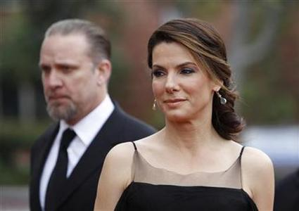 Actress Sandra Bullock and husband Jesse James arrive at the 41st Annual NAACP Image Awards in Los Angeles, February 26, 2010. REUTERS/Danny Moloshok