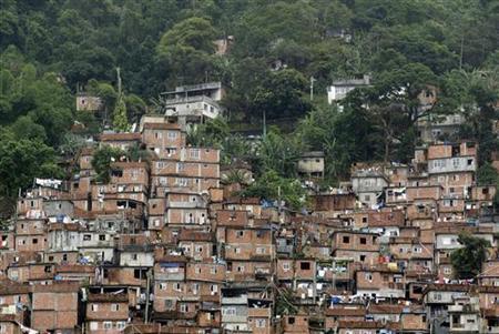A view of Rocinha shantytown in Rio de Janeiro November 2, 2005. REUTERS/Bruno Domingos