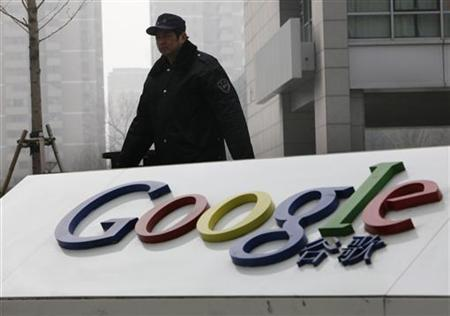 A man walks past the Google logo in front of its China headquarters building in Beijing March 19, 2010. REUTERS/Jason Lee